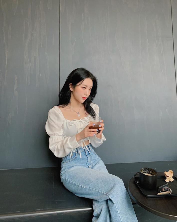 """Kiểu áo bánh bèo động trời"""" được gái Hàn xem như chân ái, mix đồ hiện đại mà không thắm mới hay-5"""