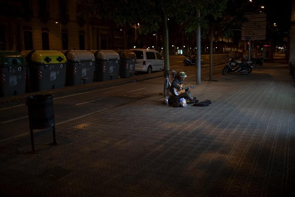 Tình cảnh của người vô gia cư khi TBN oằn mình chống dịch Covid-19-3