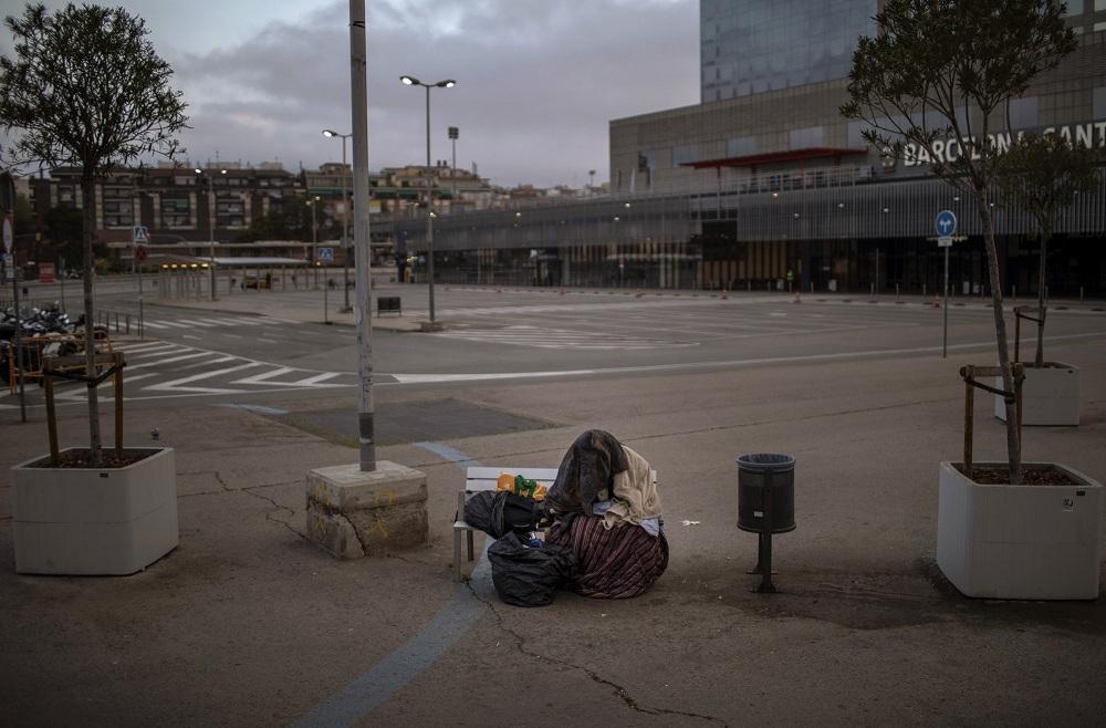 Tình cảnh của người vô gia cư khi TBN oằn mình chống dịch Covid-19-4