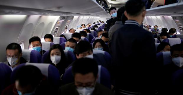 Đại dịch Covid-19 lan rộng không kiểm soát, nhiều du học sinh Trung Quốc bỏ hơn 500 triệu để có 1 chỗ ngồi trên máy bay rời khỏi Mỹ-1