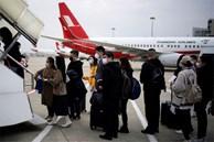 Đại dịch Covid-19 lan rộng không kiểm soát, nhiều du học sinh Trung Quốc bỏ hơn 500 triệu để có 1 chỗ ngồi trên máy bay rời khỏi Mỹ