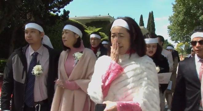 Lễ tang danh ca Thái Thanh: Chỉ có người thân, công chúng chia buồn qua livestream, Ý Lan gục bên quan tài mẹ-5