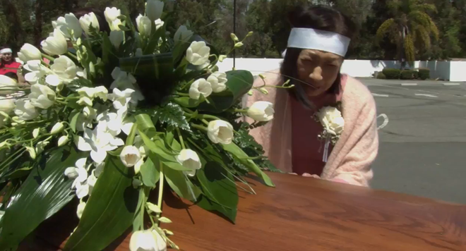 Lễ tang danh ca Thái Thanh: Chỉ có người thân, công chúng chia buồn qua livestream, Ý Lan gục bên quan tài mẹ-6