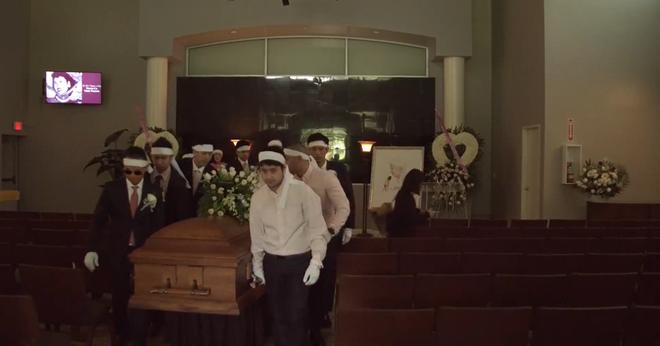 Lễ tang danh ca Thái Thanh: Chỉ có người thân, công chúng chia buồn qua livestream, Ý Lan gục bên quan tài mẹ-3