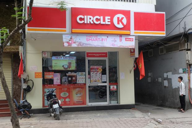 Circle K Chùa Láng - nơi có khách nhiễm Covid-19 ngồi 4 tiếng để mua sắm vẫn mở cửa-3