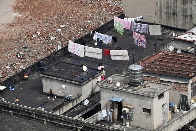 Người Vũ Hán đếm ngược đến ngày rời nhà tù ban công, sân thượng-1