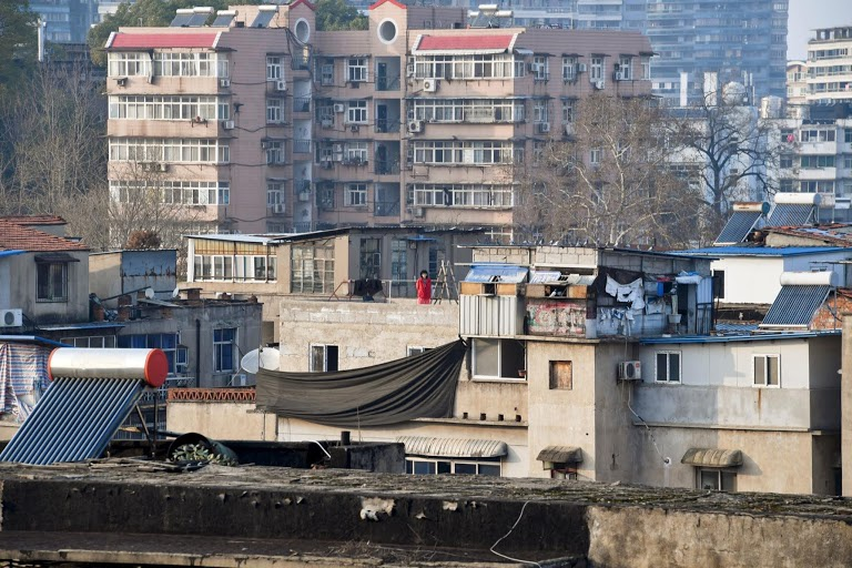 Người Vũ Hán đếm ngược đến ngày rời nhà tù ban công, sân thượng-11