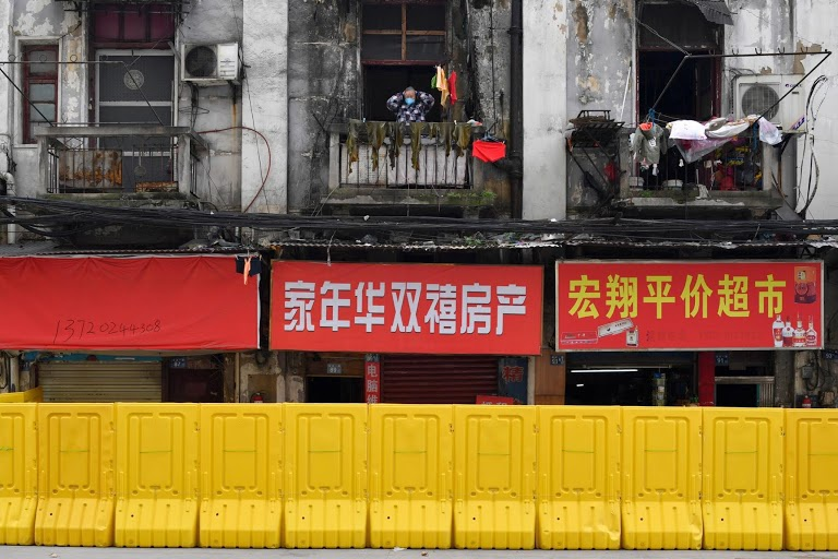 Người Vũ Hán đếm ngược đến ngày rời nhà tù ban công, sân thượng-3