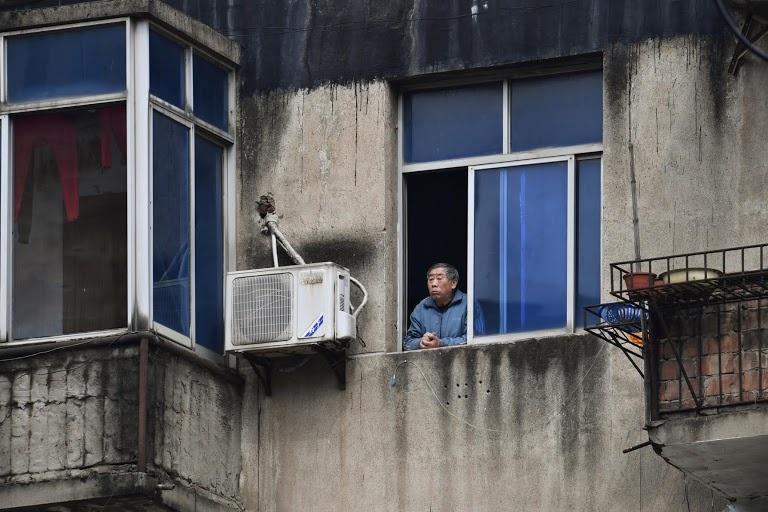 Người Vũ Hán đếm ngược đến ngày rời nhà tù ban công, sân thượng-5