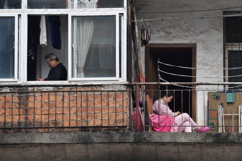 Người Vũ Hán đếm ngược đến ngày rời nhà tù ban công, sân thượng-6