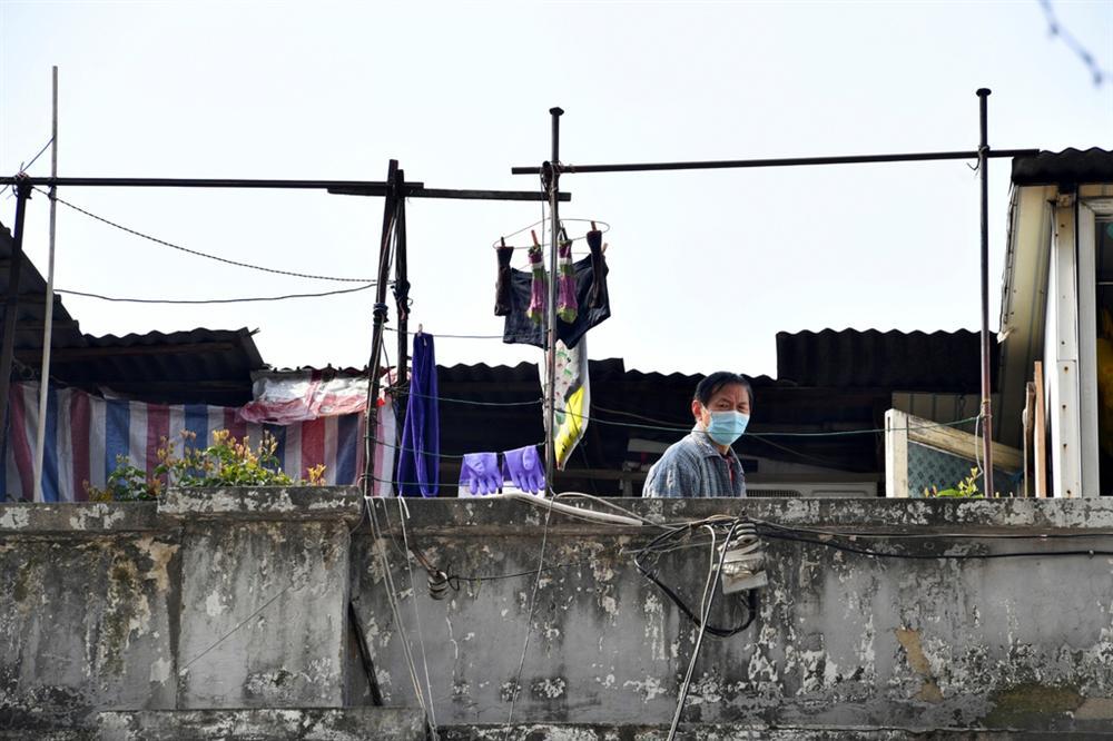 Người Vũ Hán đếm ngược đến ngày rời nhà tù ban công, sân thượng-8