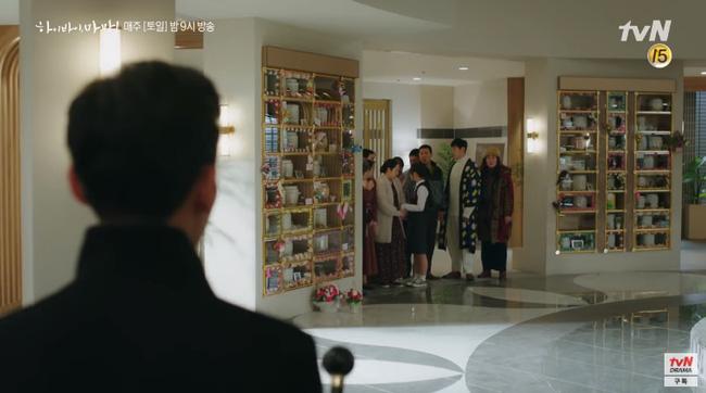 Hi Bye, Mama: Kim Tae Hee hóa chị đại xã hội đen siêu ngầu, đối đầu với thần chết Pyo Chi Su (Crash Landing On You)?-6