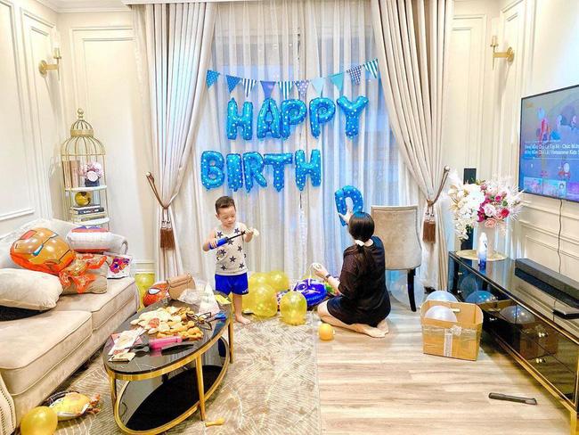 Sinh nhật không khách mời vì đang dịch, Ly Kute tưởng Khoai Tây sẽ buồn nhưng nghẹn ngào trước câu nói chững chạc của cậu bé-1