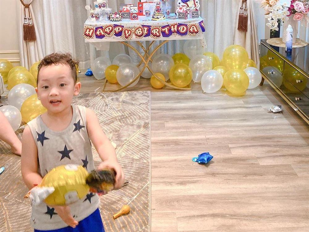 Sinh nhật không khách mời vì đang dịch, Ly Kute tưởng Khoai Tây sẽ buồn nhưng nghẹn ngào trước câu nói chững chạc của cậu bé-2