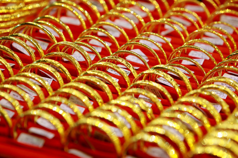 Giá vàng hôm nay 27/3, triệu người thất nghiệp, tìm ẩn náu ở vàng-1