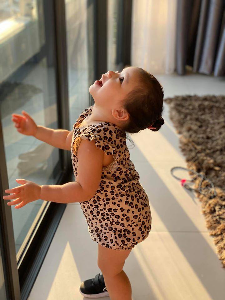 Khoe ảnh Myla vui chơi ở nhà vô cùng đáng yêu, nhưng siêu mẫu Hà Anh khẳng định ngầm chân lý nuôi dạy con gái qua 1 chi tiết-2
