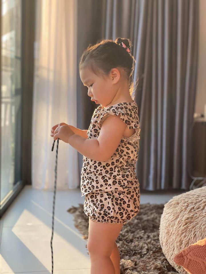 Khoe ảnh Myla vui chơi ở nhà vô cùng đáng yêu, nhưng siêu mẫu Hà Anh khẳng định ngầm chân lý nuôi dạy con gái qua 1 chi tiết-3