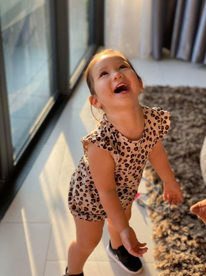 Khoe ảnh Myla vui chơi ở nhà vô cùng đáng yêu, nhưng siêu mẫu Hà Anh khẳng định ngầm chân lý nuôi dạy con gái qua 1 chi tiết-4