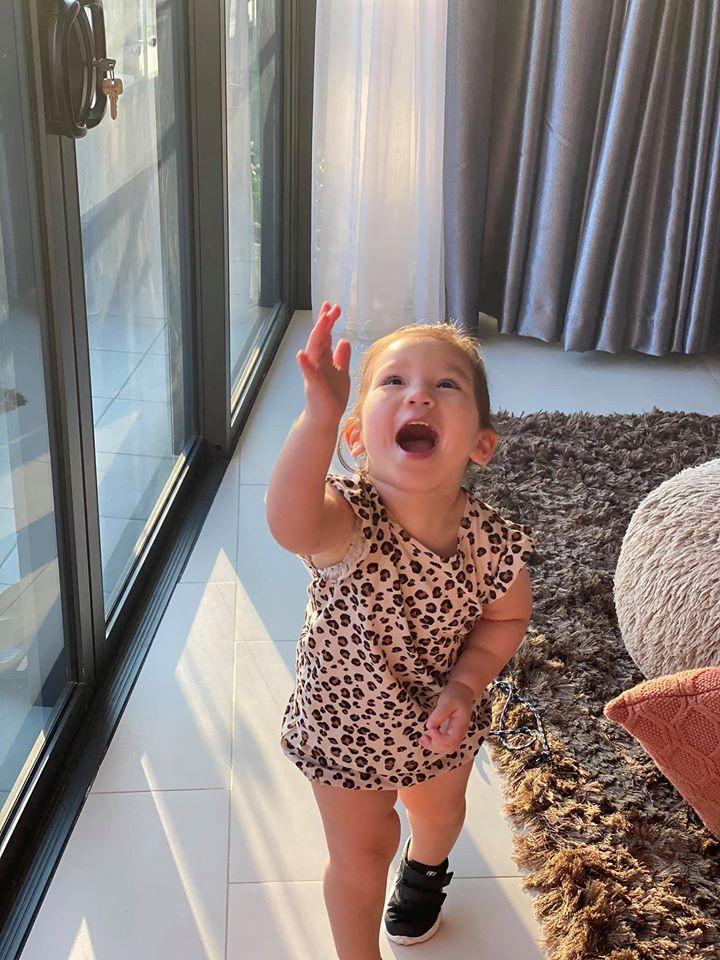 Khoe ảnh Myla vui chơi ở nhà vô cùng đáng yêu, nhưng siêu mẫu Hà Anh khẳng định ngầm chân lý nuôi dạy con gái qua 1 chi tiết-5