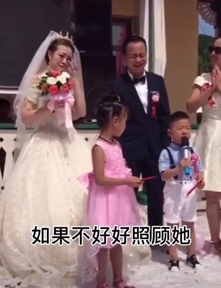 Cháu trai 4 tuổi dằn mặt chú rể trong đám cưới của dì khiến cả hội trường cười lăn lộn vì quá ngộ nghĩnh và già đời-2