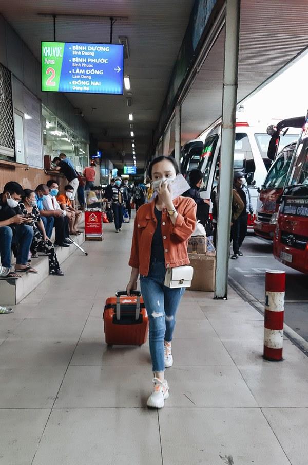 Ảnh: Người dân ùn ùn đổ ra bến xe Miền Đông, rời Sài Gòn về quê trước giờ áp dụng biện pháp hạn chế di chuyển để tránh dịch-6
