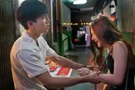 Đêm đầu tiên bên nhau, khi tôi còn đang luống cuống thì bạn gái đã chủ động cầm tay tôi và nói cho tôi biết một bí mật lớn