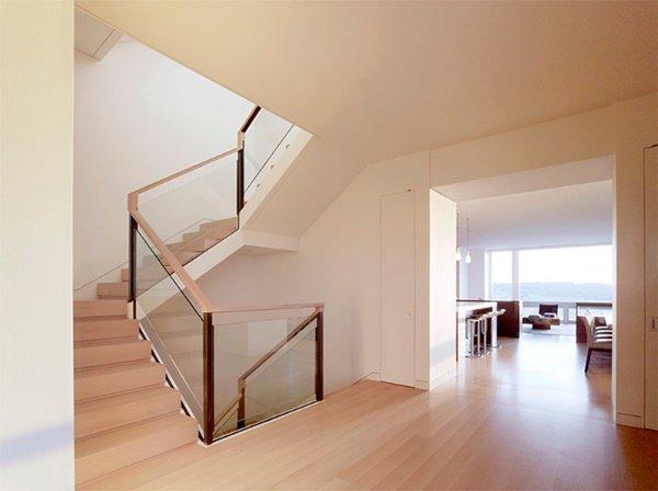 Nhà lung linh, sang trọng tựa khách sạn cao cấp nhờ cầu thang kính cường lực-15