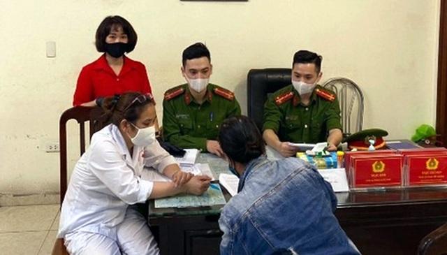 Hà Nội: Một trường hợp đầu tiên bị xử phạt 200 nghìn đồng vì không đeo khẩu trang nơi công cộng-1