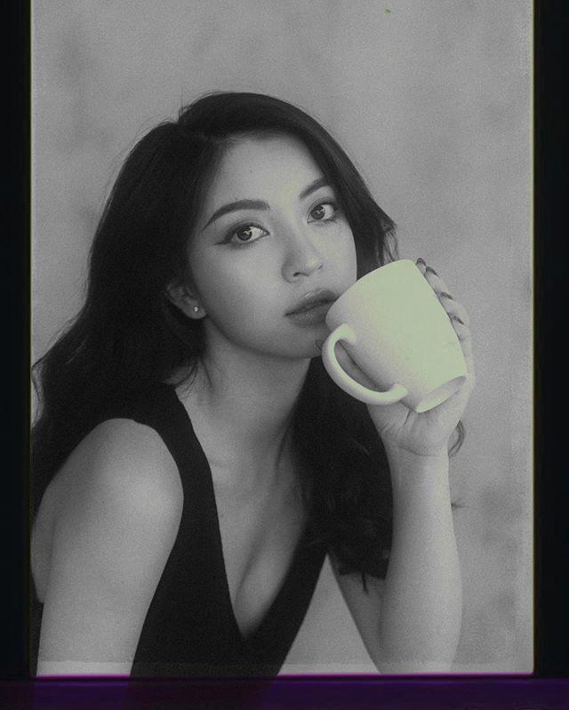 Bị Quang Hải bỏ like ảnh, Nhật Lê thoát mác hotgirl, tung hẳn bộ hình makeup sắc sảo-4