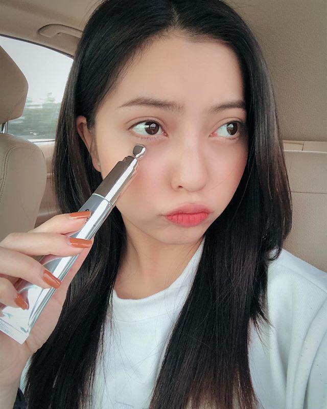 Bị Quang Hải bỏ like ảnh, Nhật Lê thoát mác hotgirl, tung hẳn bộ hình makeup sắc sảo-8