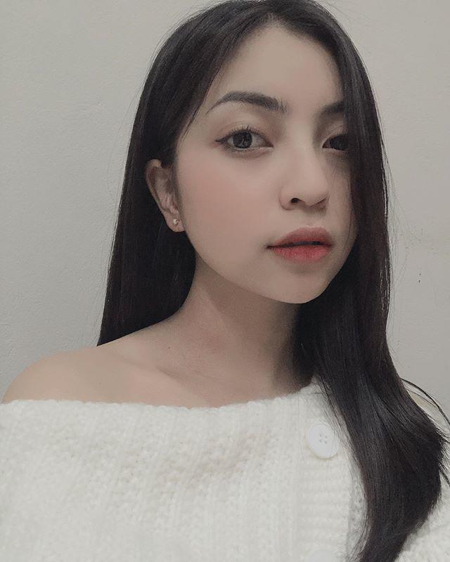 Bị Quang Hải bỏ like ảnh, Nhật Lê thoát mác hotgirl, tung hẳn bộ hình makeup sắc sảo-9