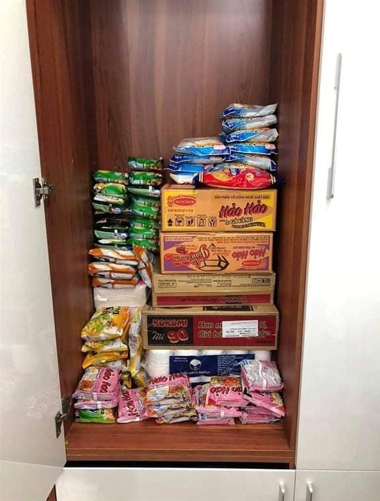 Đua nhau tích trữ thực phẩm, vợ chồng méo mặt bỏ đi đồ hỏng-2