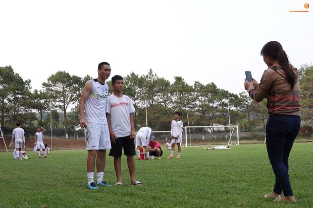 Bóng đá Việt Nam bật chế độ tự cách ly mùa dịch Covid-19, đến lãnh đạo cũng không được vào thăm cầu thủ-1