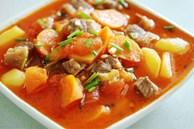 Cuối tuần làm ngay một nồi bò om khoai tây cà chua tuyệt ngon, cơm nấu bao nhiêu cũng hết