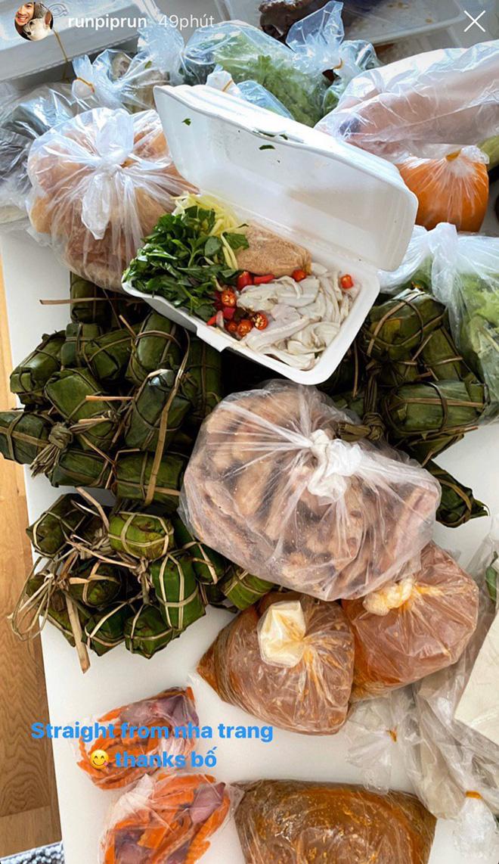 Tâm lý như bố tỷ phú của Phillip Nguyễn: Gửi cả tá đồ ăn, bánh trái đến hải sản cho con trai và bạn gái ở nhà tránh dịch-1