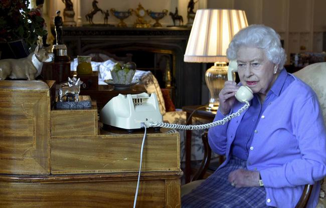 Hoàng gia chính thức lên tiếng về thông tin Nữ hoàng Anh nghi nhiễm Covid-19 và lời nói dối trắng trợn của Meghan Markle với gia đình chồng-1