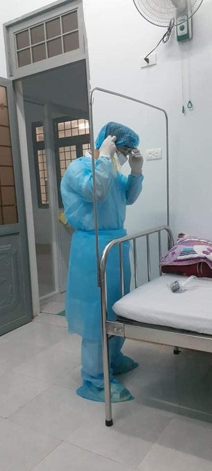 Chia sẻ của một người trực tiếp nằm tại khoa cách ly Covid-19 về nữ y sĩ lương 4 triệu/tháng nhưng sẵn sàng lấy một nửa đóng cho bệnh nhân mà không cần hoàn trả khiến ai nấy cảm động-3