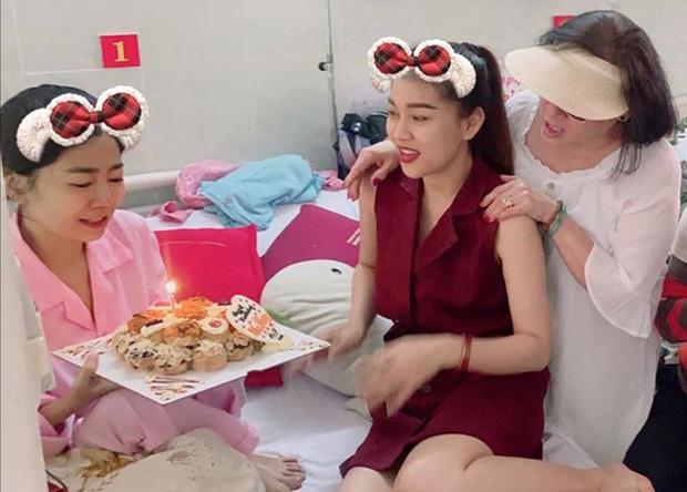 Hình ảnh cuối cùng của nghệ sĩ Mai Phương trước khi qua đời: Vẫn cố gắng lạc quan, nở nụ cười trấn an mọi người!-1