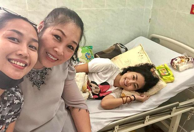 Nằm trên giường bệnh, phải chống chọi với căn bệnh quái ác nhất nhưng nụ cười của Mai Phương vẫn chưa bao giờ tắt