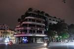 Quán karaoke ở Hải Phòng lại điều 8 chân dài hát với khách-2