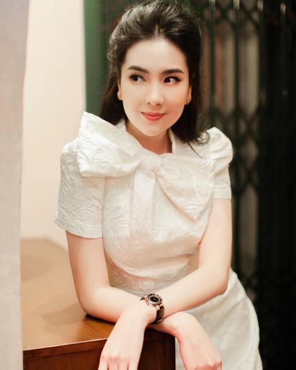 MC Mai Ngọc bị chỉ trích vì biểu cảm tươi cười khi báo tin cố nhạc sĩ Phong Nhã qua đời trên sóng truyền hình và sự tranh cãi của dân mạng-3