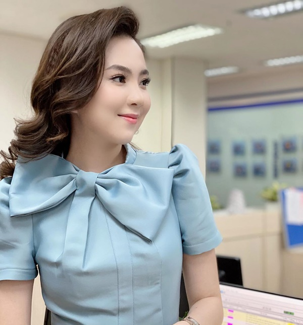 MC Mai Ngọc bị chỉ trích vì biểu cảm tươi cười khi báo tin cố nhạc sĩ Phong Nhã qua đời trên sóng truyền hình và sự tranh cãi của dân mạng-4