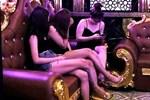Quán karaoke ở Hải Phòng lại điều 8 'chân dài' hát với khách