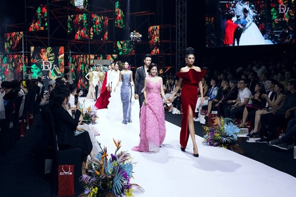 Võ Hoàng Yến khiến nhiều người xót xa khi đính kèm hình ảnh rực rỡ nhất của Mai Phương trong thời gian bạo bệnh cùng lời vĩnh biệt nữ nghệ sĩ-2