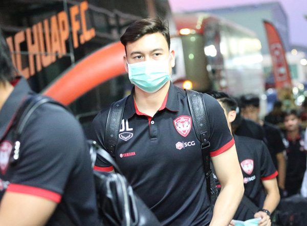 Văn Lâm tập luyện không ngơi nghỉ, CLB Thái Lan tiết lộ lý do thật sự khiến anh mất suất bắt chính-1