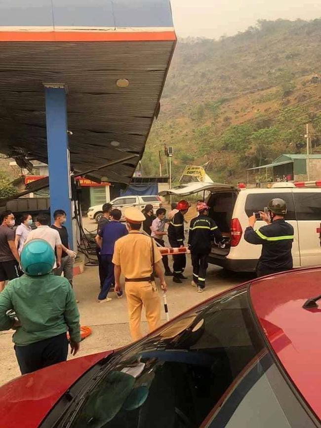 Lai Châu: Xe tải lao vào cây xăng làm 1 người tử vong, 5 người bị thương-1