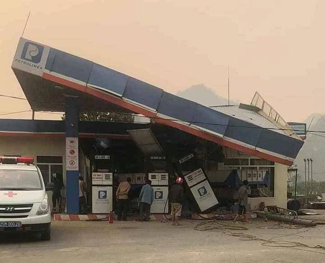 Lai Châu: Xe tải lao vào cây xăng làm 1 người tử vong, 5 người bị thương-2