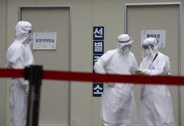 Một gia đình Hàn Quốc tái nhiễm Covid-19 sau 10 ngày xuất viện, trong đó có 1 bé gái 17 tháng tuổi-1