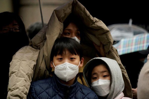 Một gia đình Hàn Quốc tái nhiễm Covid-19 sau 10 ngày xuất viện, trong đó có 1 bé gái 17 tháng tuổi-2