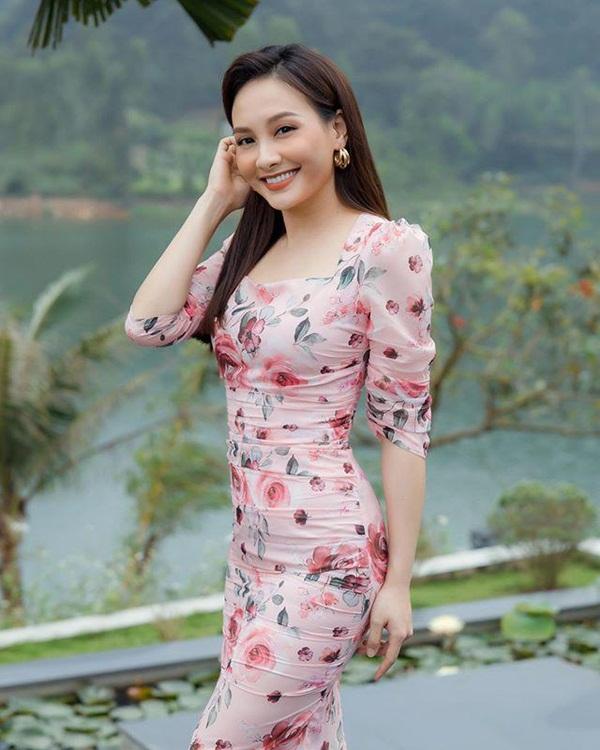 """Bảo Thanh đụng đầm ôm gợi cảm với Á hậu Thuỵ Vân, ai cũng cân não"""" xem body nào đẹp nhất-1"""
